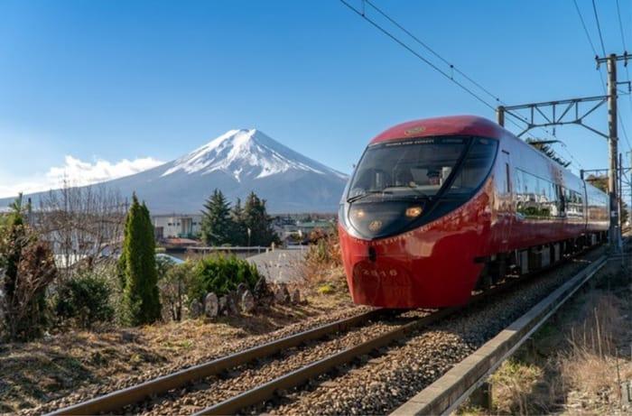 The Fujisan View Express on the Fujikyuko Line