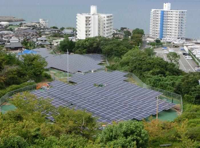 Solar panels at Nankai's Tannowa site